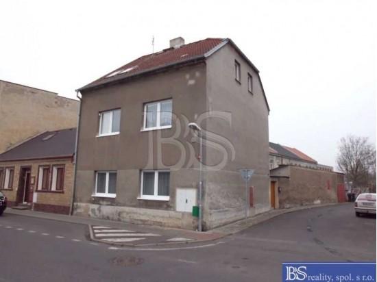 Prodej RD s dvěma byt.jednotkami a garáží