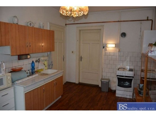 Prodej bytu 2+1 s balkonem v Karlových Varech